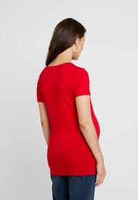 Noppies - V-NECK ZIZA TEE - Camiseta básica - tango red - 2