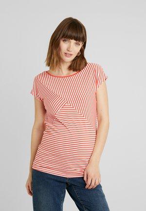 ABBEY - Camiseta estampada - bittersweet