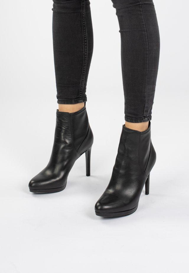 QUILLIN  - High heeled ankle boots - schwarz