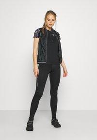 ION - TEE HALF ZIP TRAZE - T-shirt z nadrukiem - black - 1