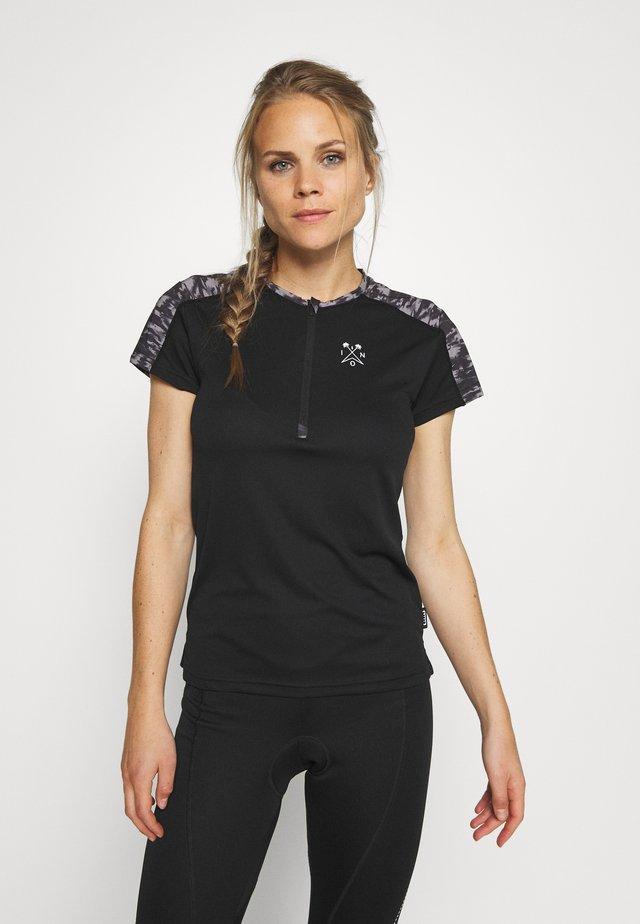 TEE HALF ZIP TRAZE - T-shirt z nadrukiem - black