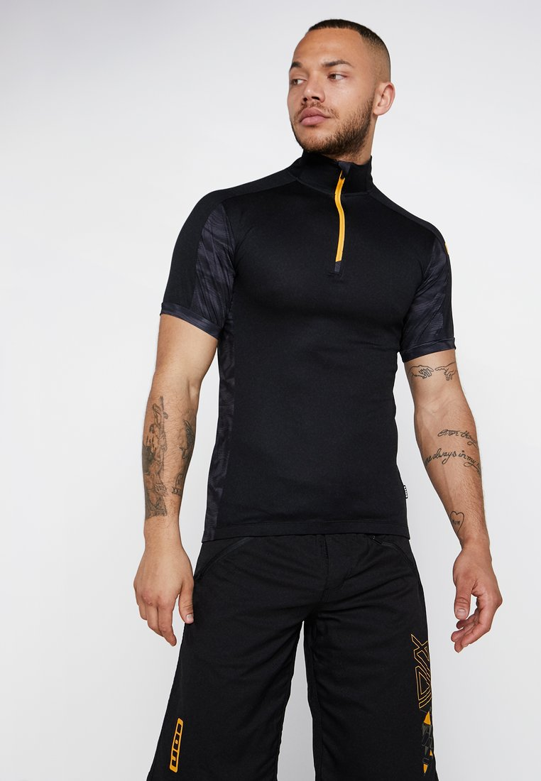 ION - TEE HALF ZIP PAZE - Print T-shirt - black