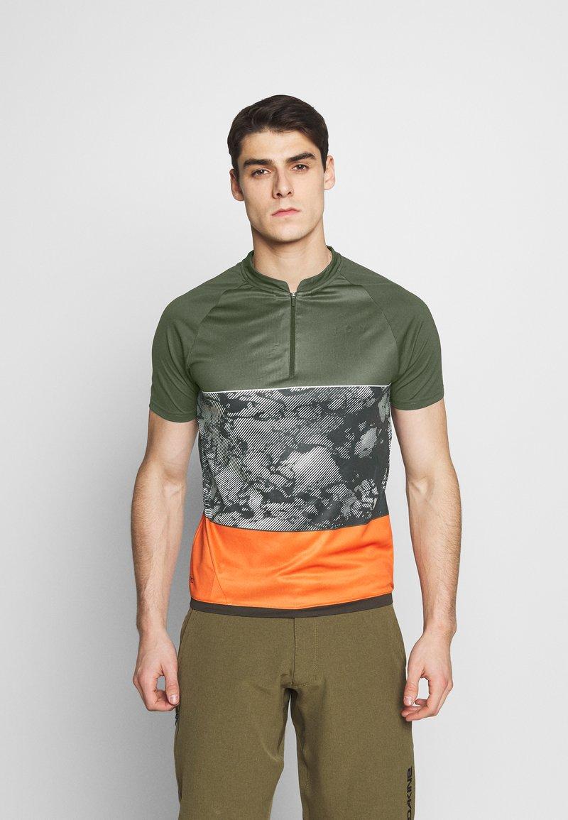 ION - TEE HALF ZIP TRAZE - T-shirt z nadrukiem - root brown