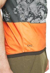 ION - TEE HALF ZIP TRAZE - T-shirt z nadrukiem - root brown - 4