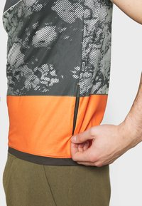 ION - TEE HALF ZIP TRAZE - T-shirt z nadrukiem - root brown - 3