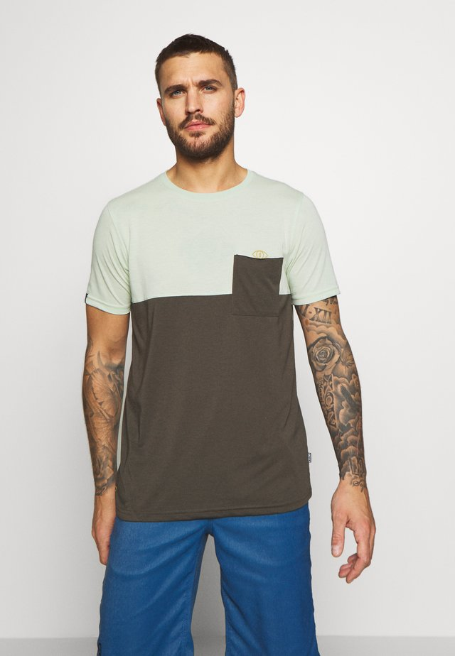 TEE SEEK - Sports shirt - shallow green