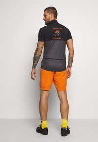 ION - BIKESHORT PAZE - Sports shorts - riot orange - 2