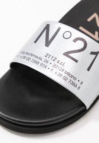 N°21 - Slip-ins - silver - 2