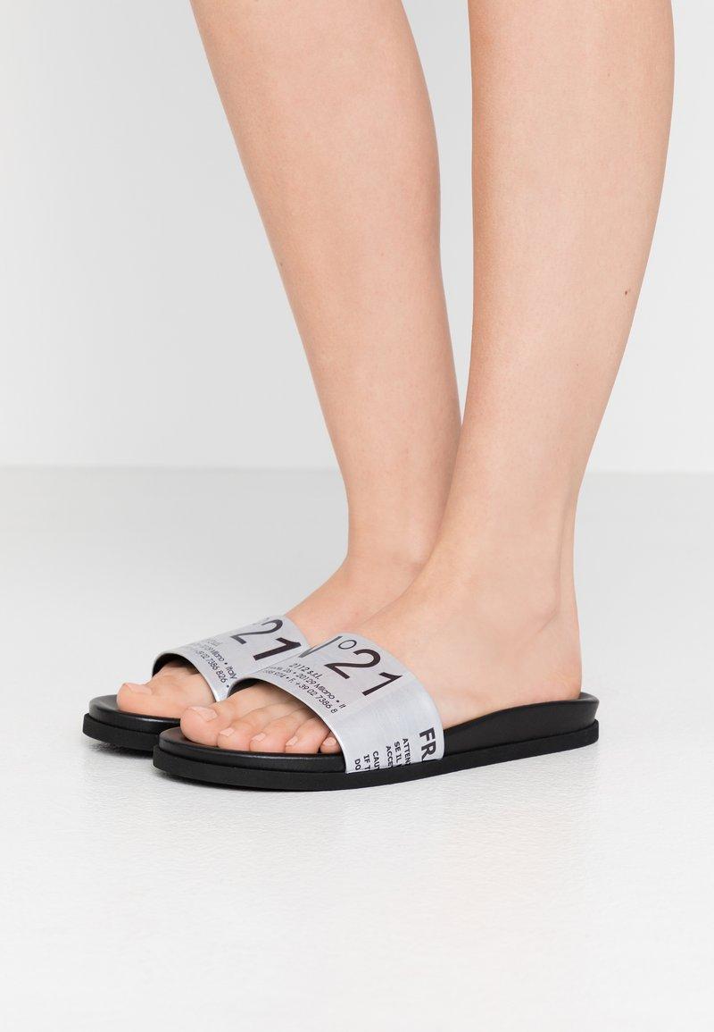 N°21 - Slip-ins - silver