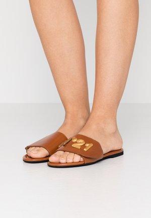 ANKLESTRAP SABOTS - Pantofle - tan