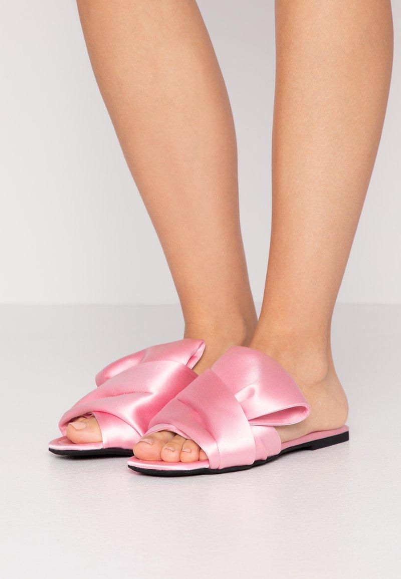 N°21 - Pantofle - pink