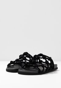 N°21 - Pantofle - black - 4