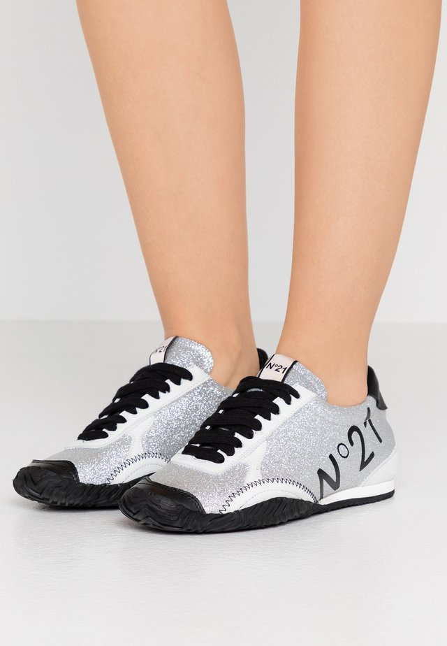GYMNIC - Sneakers - silver