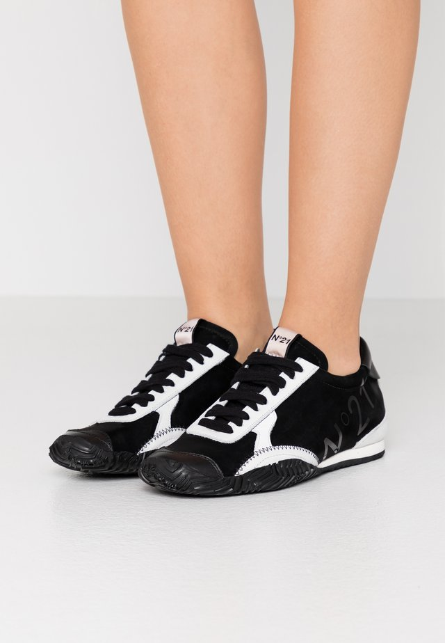 GYMNIC - Sneakers - black