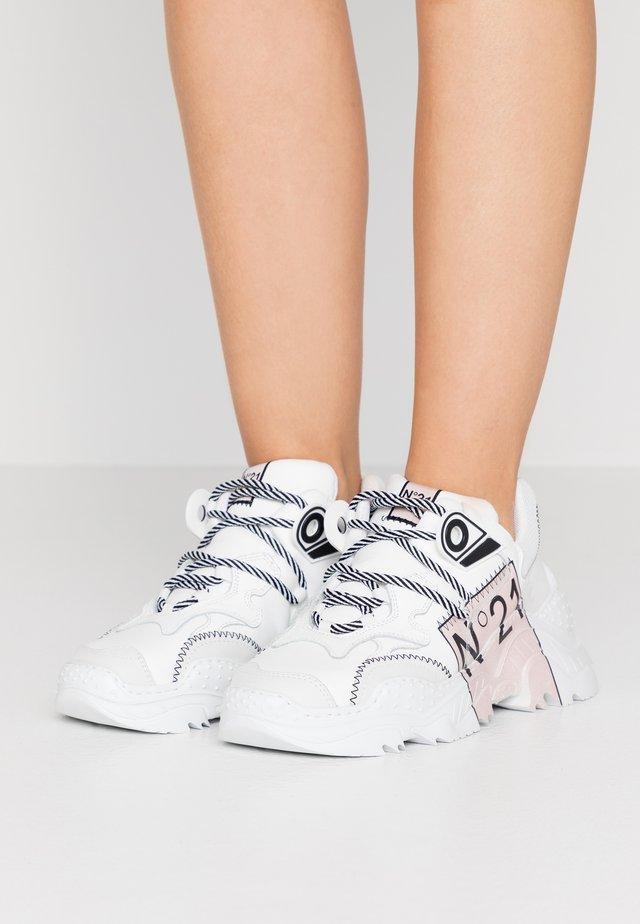 RUNNING  - Sneaker low - white /tan
