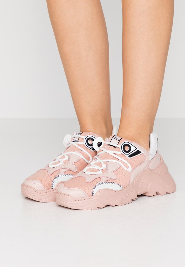 BILLY - Trainers - tan