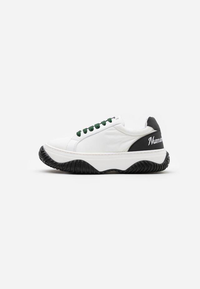 GYMNIC - Sneakersy niskie - white