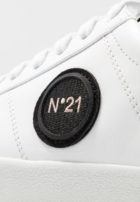 N°21 - GYMNIC - Trainers - white - 5