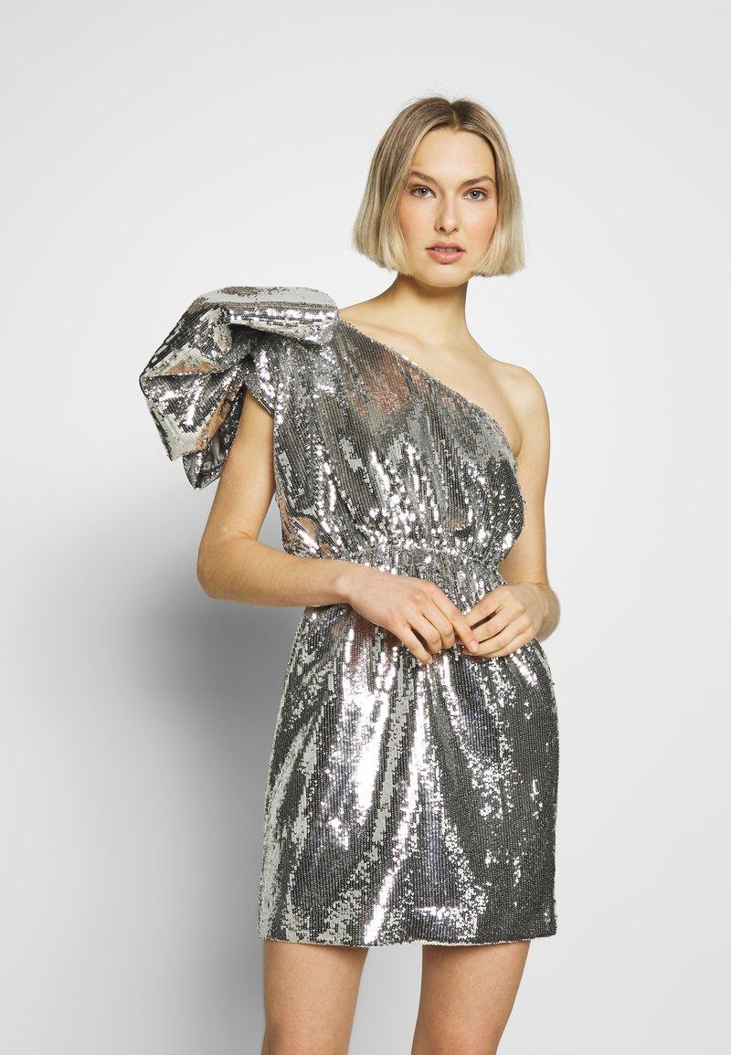 N°21 - Vestido de cóctel - argento