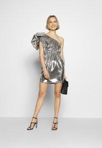 N°21 - Vestido de cóctel - argento - 1