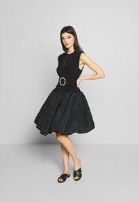 N°21 - Robe de soirée - black - 1