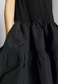 N°21 - Robe de soirée - black - 5