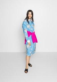 N°21 - Day dress - fantasia base azzurra - 1