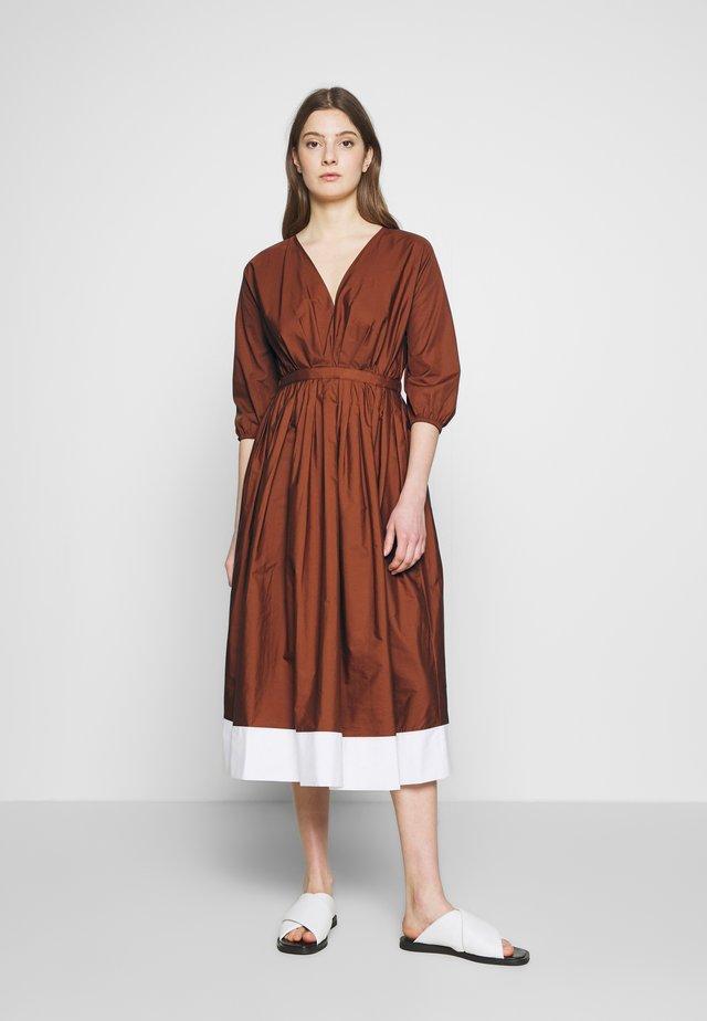 Sukienka letnia - indian sienna