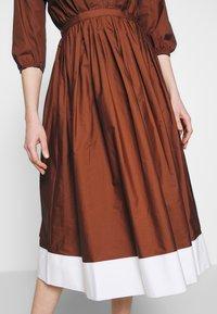 N°21 - Korte jurk - indian sienna - 6