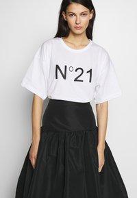 N°21 - T-shirt imprimé - white - 3