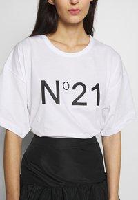 N°21 - T-shirt imprimé - white - 6