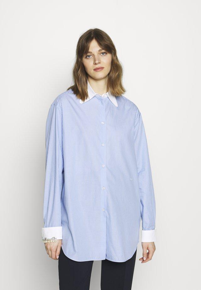 Button-down blouse - rigato fondo azzurro/bianco