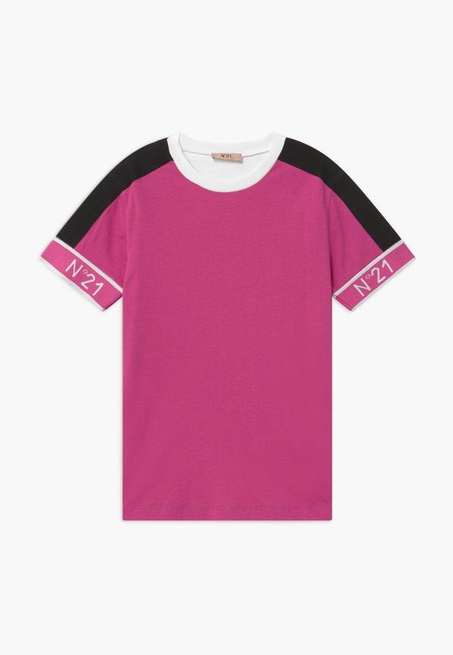 MAGLIETTA - Print T-shirt - fuxia