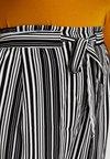 New Look Curves - VINNIE STRIPE EMERALD TIE WAIST CROP - Bukser - black pattern
