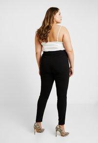 New Look Curves - THREE ZIP BENGALINE TROUSER - Pantalones - black - 3