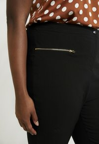 New Look Curves - TWO ZIP BENGALINE TROUSER - Kalhoty - black - 4