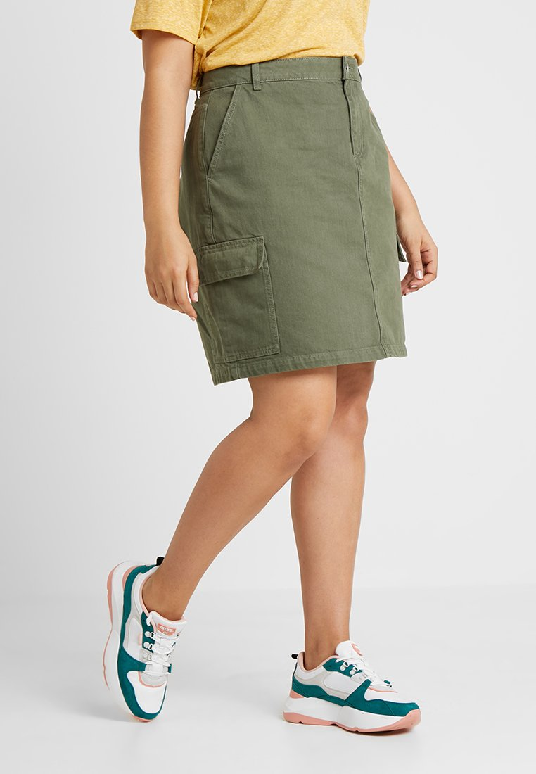 New Look Curves - CARGO POCKET SKIRT - Falda acampanada - green