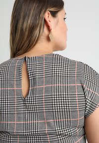 New Look Curves - FRANK CHECK SELF BELTED - Overal - black - 4