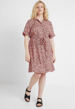 ELMA PRINT DRESS - Košilové šaty - pink