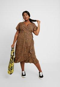New Look Curves - BRIGHT SPRIG TIERED DRESS - Vestito estivo - multi-coloured - 2