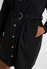 New Look Curves - CALLY - Robe en jean - black - 5