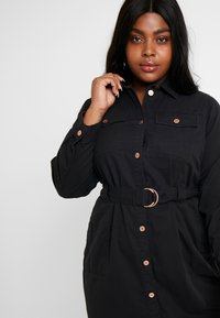 New Look Curves - CALLY - Robe en jean - black - 4