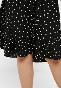 New Look Curves - SHARON SPOT TIERED DRESS - Korte jurk - black pattern - 5