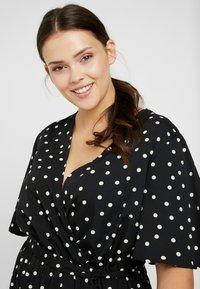 New Look Curves - SHARON SPOT TIERED DRESS - Korte jurk - black pattern - 3