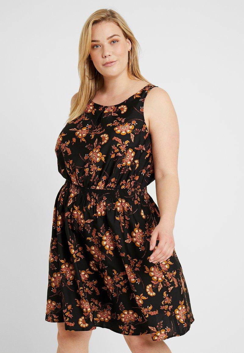 New Look Curves - MEGAN JACOBEAN LESS DRESS - Freizeitkleid - black pattern