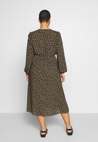 New Look Curves - SPOT FRILL MIDI DRESS - Košilové šaty - black - 2