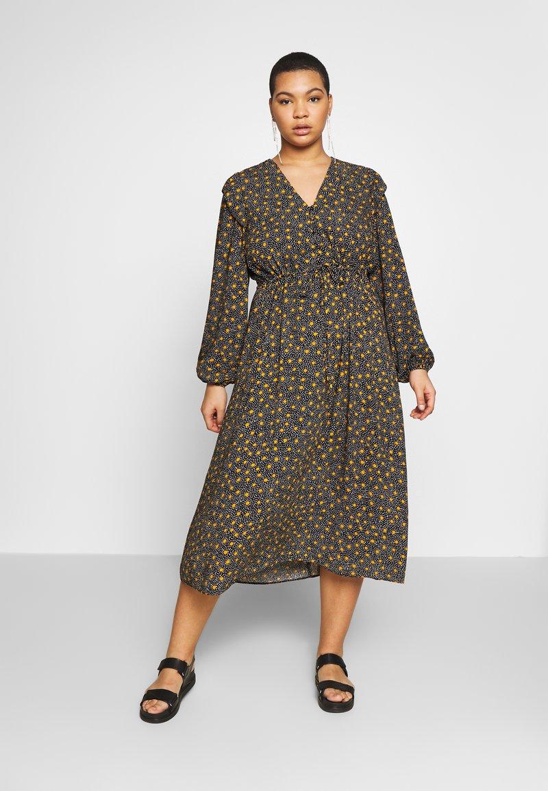 New Look Curves - SPOT FRILL MIDI DRESS - Košilové šaty - black