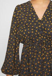 New Look Curves - SPOT FRILL MIDI DRESS - Košilové šaty - black - 5