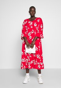 New Look Curves - X ULLA TIERED FRILL MAXI - Robe longue - red - 1