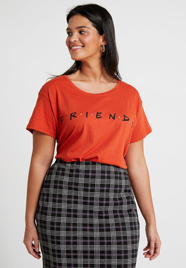 New Look Curves - FRIENDS TEE - Print T-shirt - burnt orange
